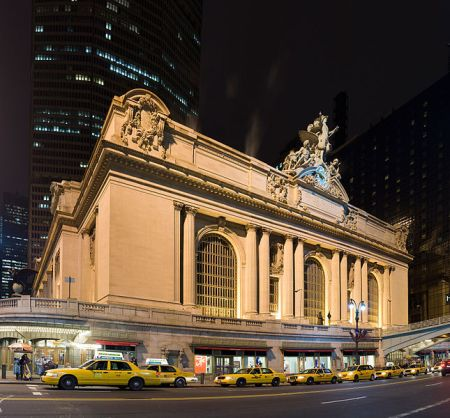 645px-Grand_central_Station_Outside_Night