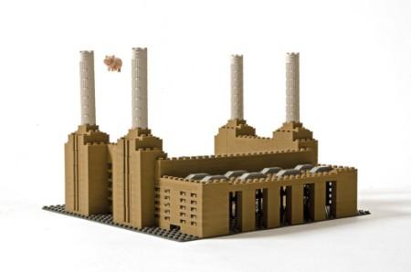 LEGO-Battersea-Flying-Pig-3-528x350