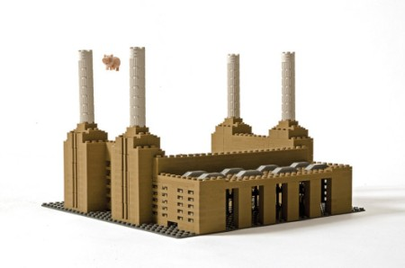 LEGO-Battersea-Flying-Pig-3-528x350