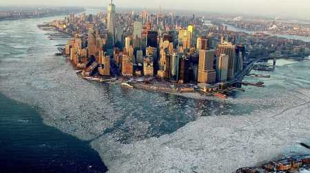 New-York-surrounded-by-ice