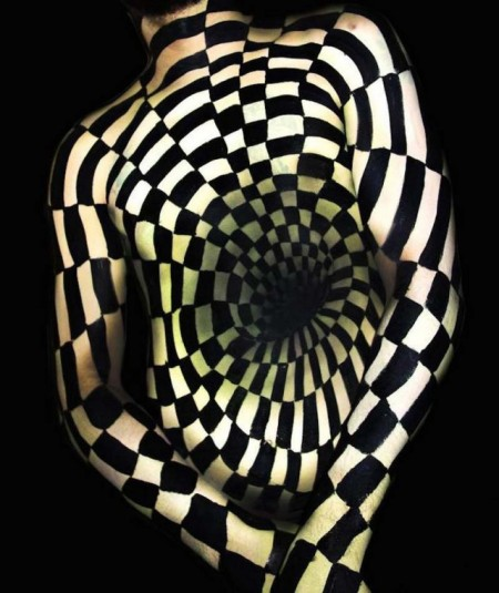 Amazing-Body-Painting-Optical-Illusions-2-640x762