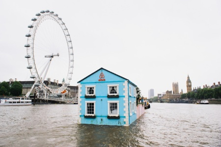 airbnb-floating-house-river-thames-london-designboom-02
