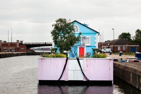 airbnb-floating-house-river-thames-london-designboom-09