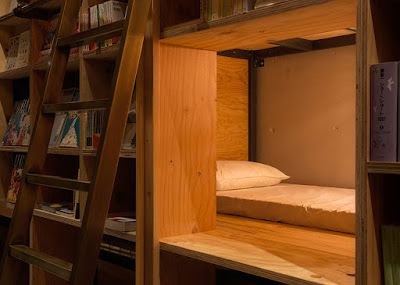 hostel library-hotel-book-bed-tokyo-4