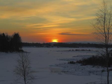 winter_solstice_arctic-istock_000054739862
